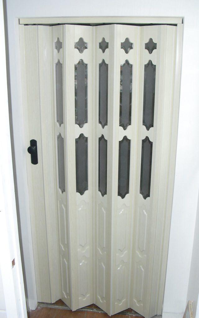 Accordion door, french type, half glass-bevel, half embossed, type B