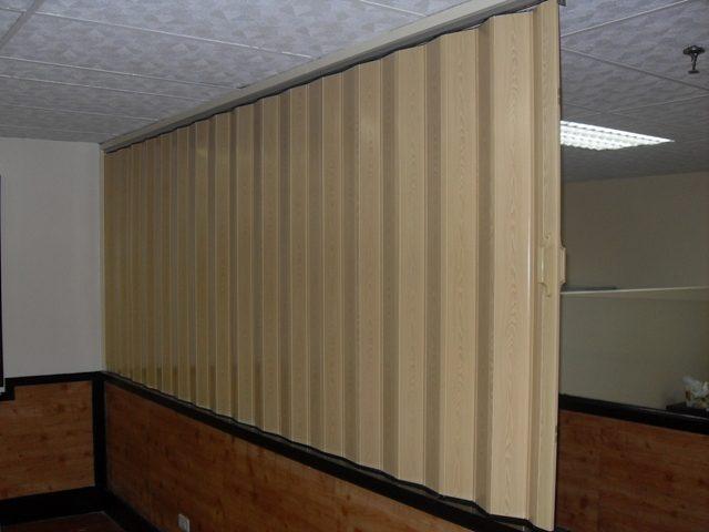 Deluxe Folding Door, Pine in Color