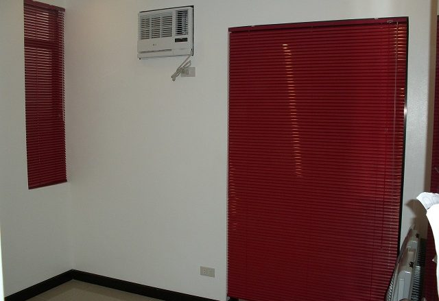 Pearl Red Mini Blinds: Simple yet Stylish Window Blinds