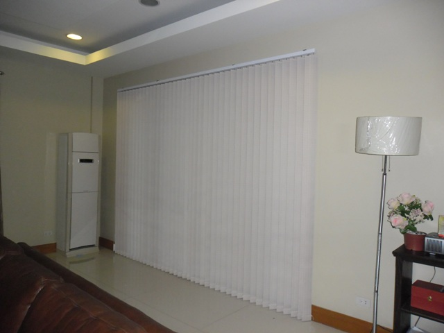 Fabric Vertical Blinds: V7551 WHITE