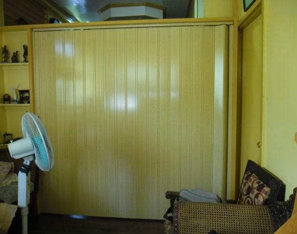 PVC Accordion Door: Deluxe Fine