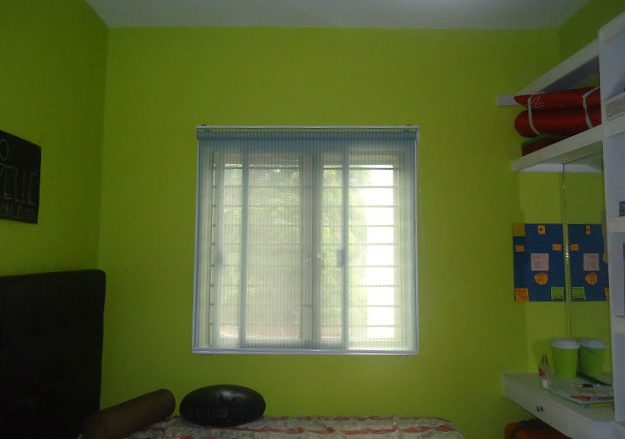 Fresh Looking Bedroom with Roller Blinds
