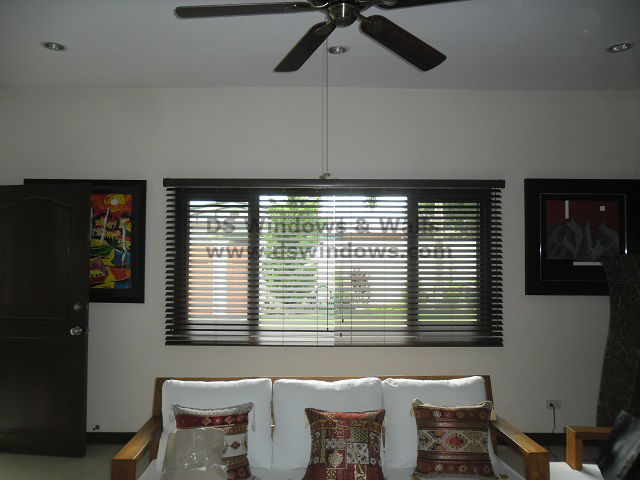 Faux Wood Blinds: Chestnut