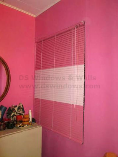 Combining Different Color of Mini Blinds for more Alluring Look