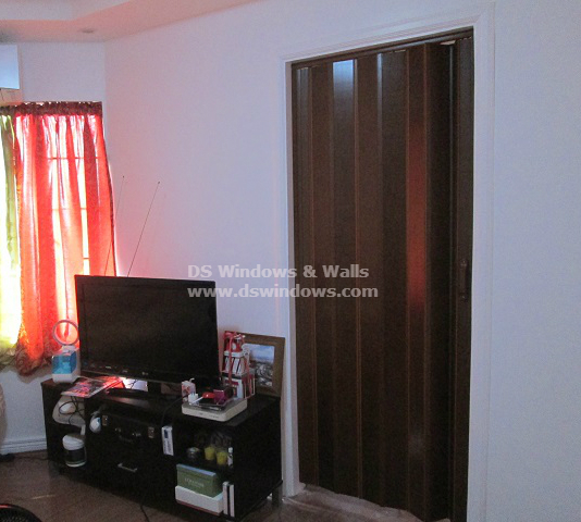 Mahogany Color of PVC Folding Door for Elegant Look