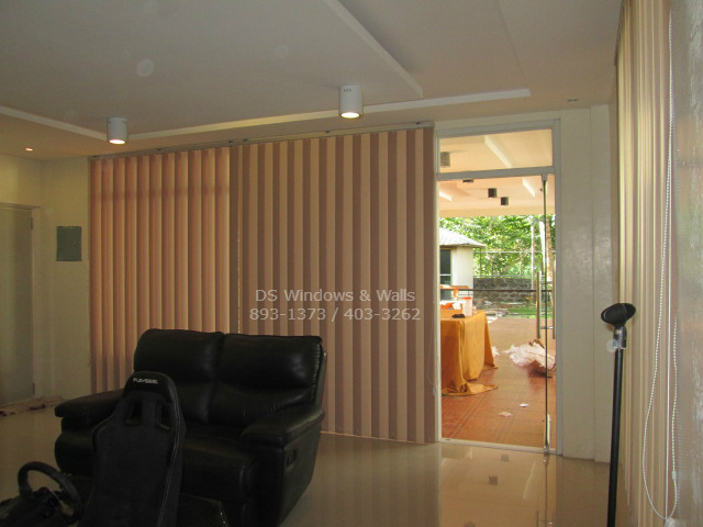 Vertical Blinds Dimming Gaming Room